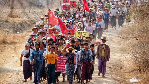 myanmar-villagers-myaing-magway-protest-mar16-2021.jpg
