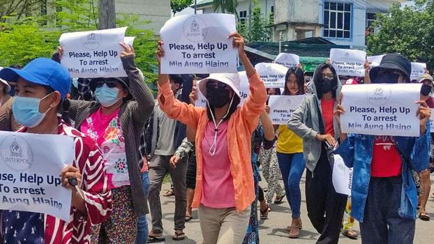 myanmar-protesters-dawei-thanintharyi-apr23-2021.jpg