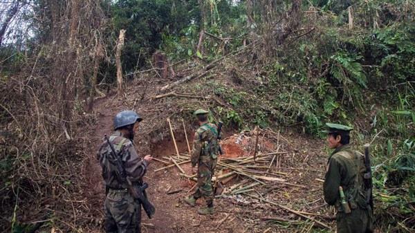 myanmar-kia-inspect-frontline-kachin-state-oct13-2016.jpg
