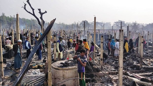 Huge Fire Leaves Thousands of Rohingya Refugees in Bangladesh Homeless