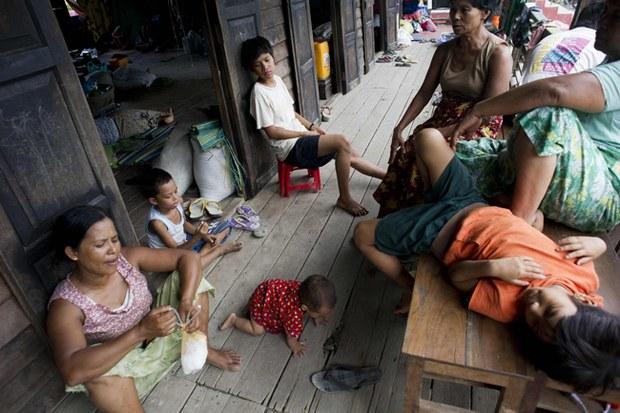 myanmar-flood-evacuation-camp-sagaing-region-aug3-2015.jpg