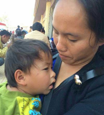 A Kokang refugee with her child, March 4, 2015. Credit: Kokang volunteer