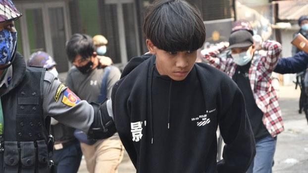 myanmar-police-arrest-protesters-lashio-shan-mar8-2021.jpg