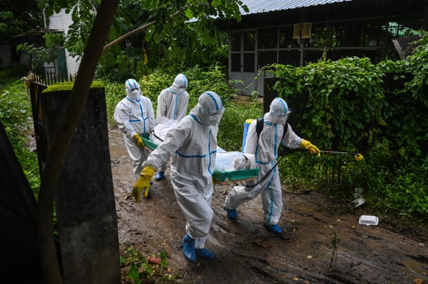 Junta-Run Public Hospitals Rejecting Even Myanmar's Sickest COVID-19 Patients