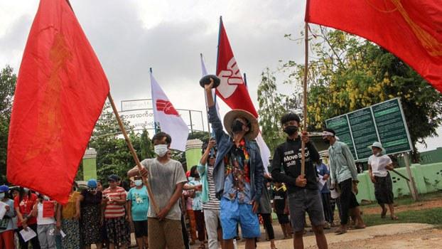 myanmar-protester-alms-bowl-dawei-thanintharyi-apr22-2021.jpg
