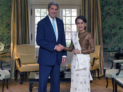 U.S. Secretary of State John Kerry meets with Myanmar State Counselor Aung San Suu Kyi at Blair House in Washington, Sept. 14, 2016.
