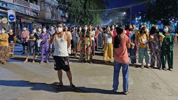 myanmar-night-protest-sanchaung-yangon-mar15-2021.jpg