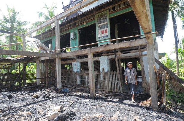 myanmar-muslim-mosque-burnt-oct-2013.jpg