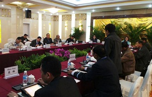 Burmese government officials and Kachin leaders hold peace talks in Ruili, China, Feb. 4, 2013.