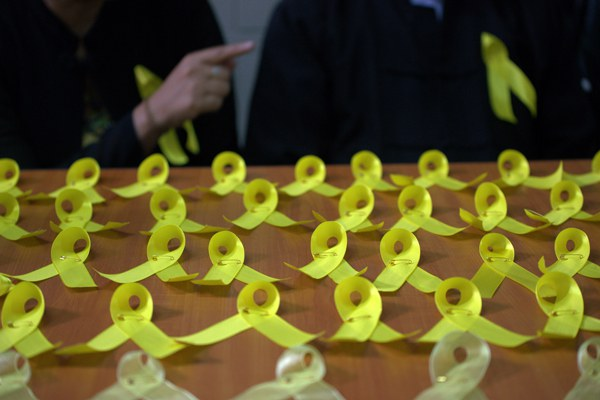 myanmar-lawyers-yellow-ribbon-campaign-sept11-2015.jpg