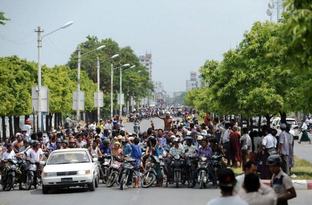 myanmar-mandalay-funeral-july-2014.jpg