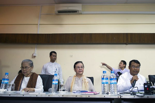 myanmar-human-rights-commission-press-conference-yangon-sept21-2016.jpg