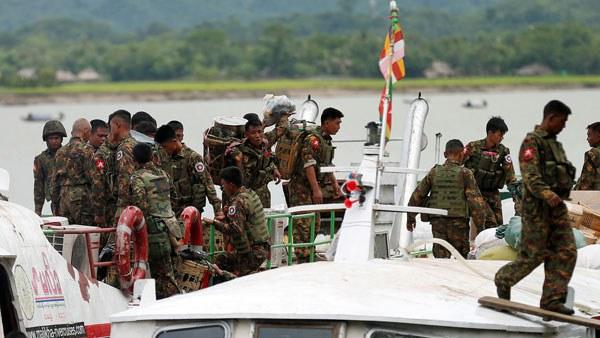 myanmar-army-boat-buthidaung-rakhine-aug29-2017.jpg