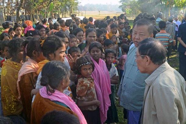myanmar-rakhine-investigation-commission-visit-gwazon-village-dec12-2016.jpg