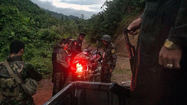 myanmar-kia-soldiers-laiza-kachin-state-oct11-2016.jpg