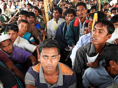 Rohingya Muslim refugees wait to get their relief cards signed by Bangladesh Army officers so they can collect relief aid at Moynar Ghona refugee camp in Ukhia subdistrict, Cox's Bazar, Bangladesh, Nov. 1, 2017.