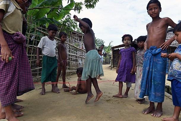 myanmar-rohingya-children-sittwe-camp-sept7-2016.jpg