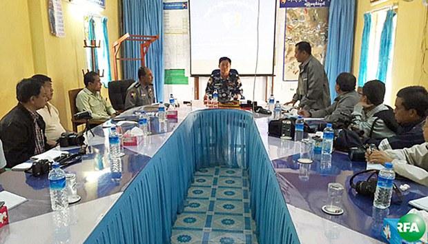 myanmar-border-police-chief-san-lwin-journalists-maungdaw-rakhine-dec21-2016.jpg