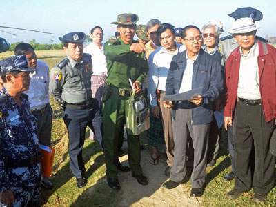 A military official (C) briefs Myanmar Vice President Myint Swe (2nd R), head of a national investigation commission on Rakhine state, during his visit to Gwazon, a Muslim-majority village in Maungdaw township in western Myanmar's Rakhine state, Dec. 12, 2016.