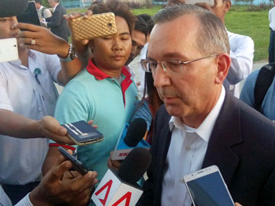 U.S. Ambassador to Myanmar Scot Marciel (R) is interviewed by journalists upon his arrival in Sittwe, western Myanmar's Rakhine state, Nov. 3, 2016.