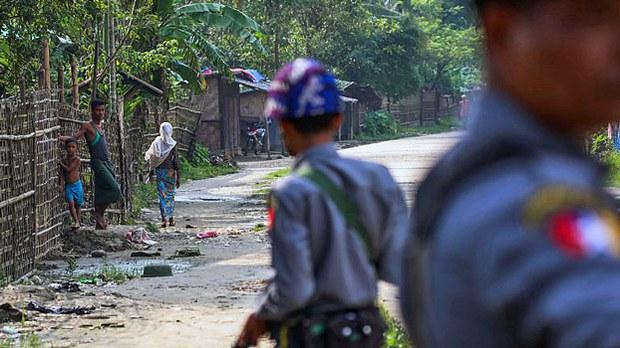 myanmar-rohingya-police-shwe-zarr-village-rakhine-sept-6-2017.jpg