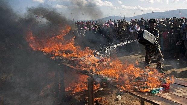 myanmar-tnla-drug-burning-namhsan-twp-shan-state-jan12-2014.jpg