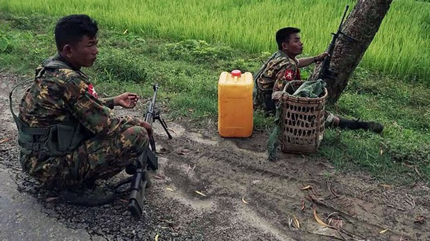 myanmar-soldiers-checkpoint-maungdaw-rakhine-aug30-2017.jpg