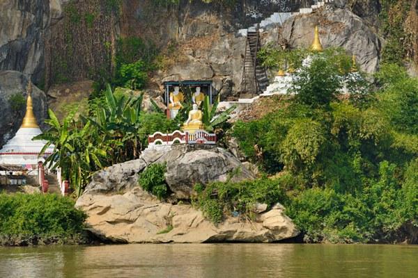 myanmar-pagodas-karen-state-dec9-2013.jpg