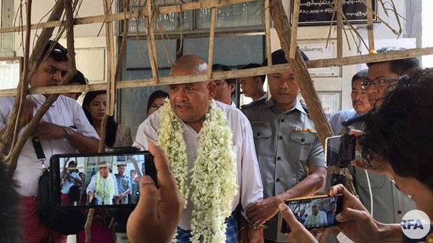 myanmar-rights-lawyer-zaw-win-pyigyitagon-twp-court-mar22-2018.jpg