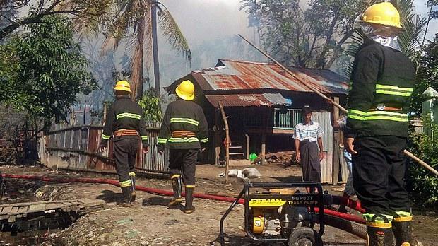 myanmar-houses-burned-militants-maungdaw-aug27-2017.jpg