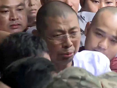 Prominent Myanmar monk Parmaukkha (C) from the nationalist Buddhist group Ma Ba Tha leaves a courthouse in Myanmar's commercial capital Yangon,  Nov. 17, 2017.