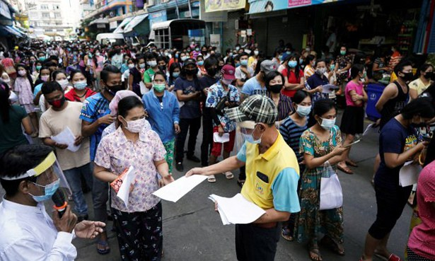 Amid New COVID-19 Outbreak, Thailand to Give Migrants Temporary Work Permits