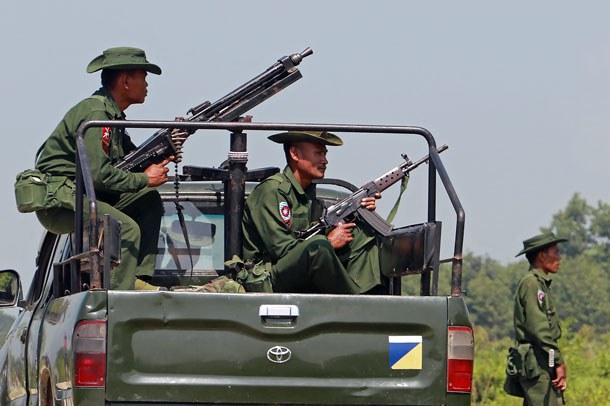 myanmar-rakhine-maungdaw-soldiers-oct16-2016.jpg