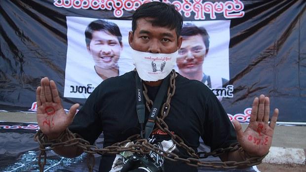 myanmar-journalist-protest-dec-2017.jpg