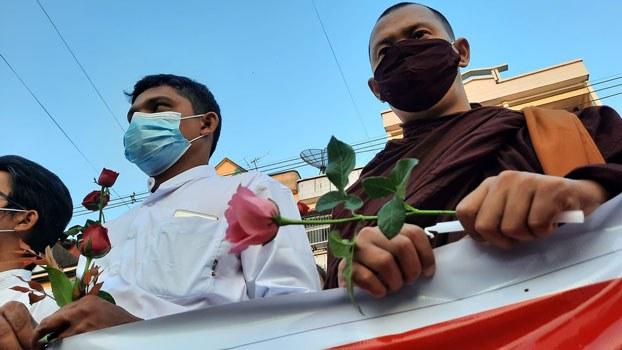 myanmar-muslim-buddhist-candelight-vigil-mawlamyine-mon-feb25-2021.jpg