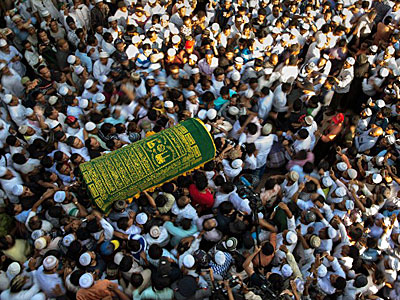 Mourners carry the coffin of prominent Muslim lawyer Ko Ni at a Muslim cemetery in Yangon, Jan. 30, 2017.