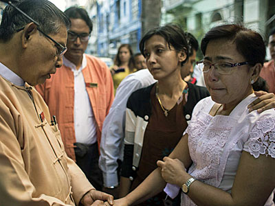 Tin Oo (L), veteran patron of the ruling National League for Democracy (NLD) party, comforts Tin Tin Aye (R), wife of prominent Muslim lawyer Ko Ni who was shot dead the day before, and his daughter (C) outside the family's home in Yangon, Jan. 30, 2017.