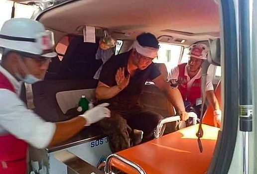 A-chinese-official-from-Hlaing-Tharyar-being-treated-by-medics-on-03-14-2021-by-CJ.jpg