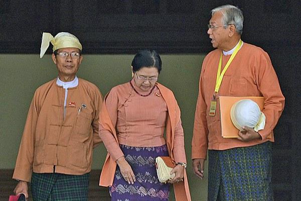 myanmar-htin-kyaw-leaves-parliament-mar21-2016.jpg