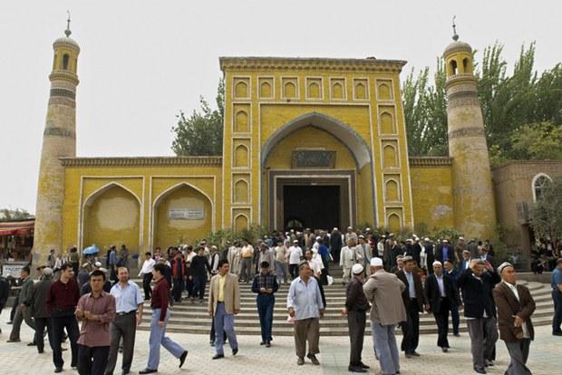xinjiang-kashgar-id-kah-mosque-jan-2012.jpg