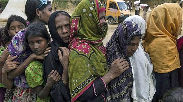 myanmar-rohingya-refugees-food-line-bangladesh-oct4-2017.jpg