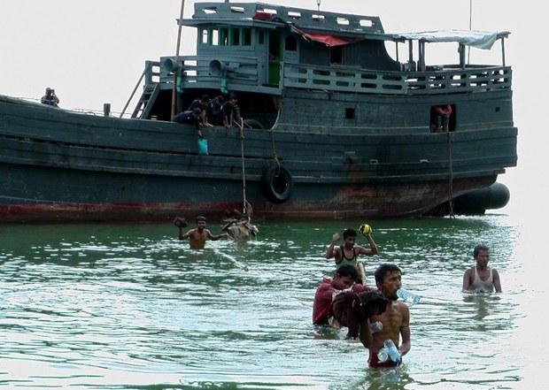 burma-rohingya-dec-2012.jpg