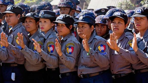 myanmar-female-police-officers-letpadan-mar3-2015.jpg