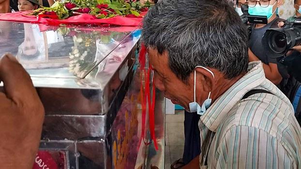 myanmar-grieving-relative-shooting-victim-north-okkalapa-yangon-mar5-2021.jpg