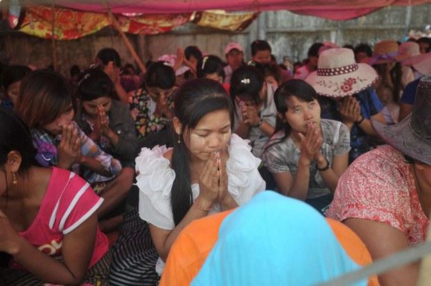 myanmar-garment-workers-yangon-feb-2015.jpg