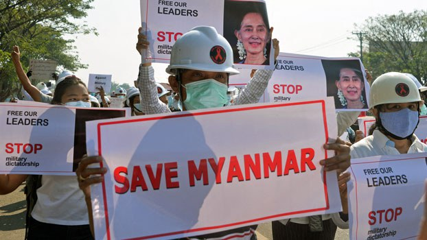 myanmar-engineers-protest-naypyidaw-feb11-2021.jpg