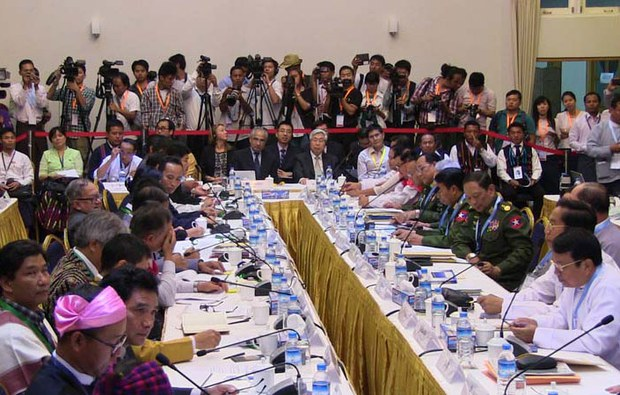 myanmar-cease-fire-negotiations-yangon-march-2015-crop.jpg