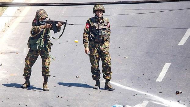 myanmar-soldier-protesters-sanchaung-yangon-mar2-2021.jpg