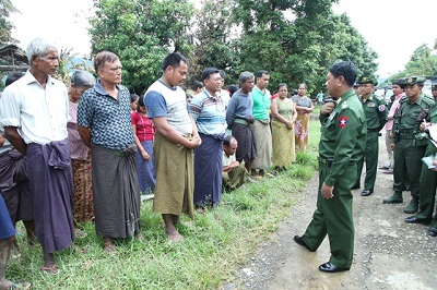 Myanmar's Minister of Defense Lieutenant General Hla Min (c) talks to Muslim residents who lost their homes at Pauktaw village in Thandwe, Oct. 3, 2013. Photo credit: RFA.