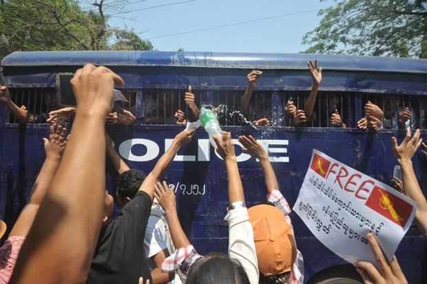 myanmar-paddywagon-arrested-student-protestors-april7-2015.jpg